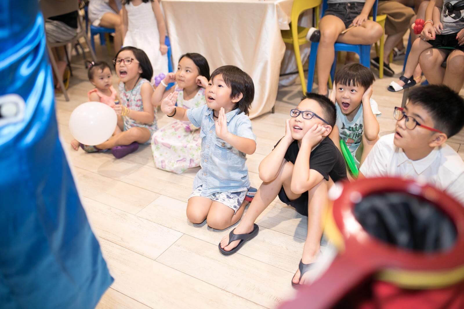 book-magic-show-kids-magician-singapore-4